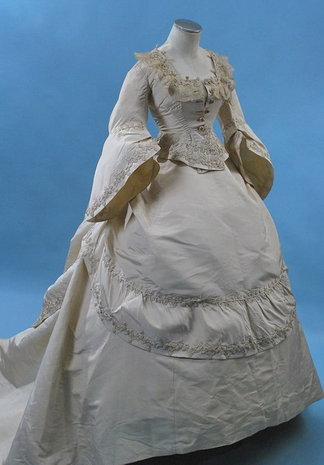 1869 Robe de marriage par Grand Magasin du Louvre.6_resize